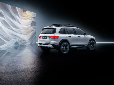 MB GLB Concept exterior back fascia and passenger side with modern painting in room