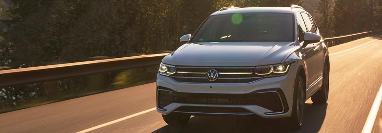 2022 Volkswagen Tiguan going down the road