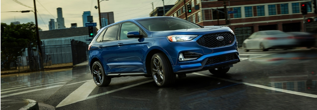 2019 Ford Edge driving around a corner on wet roads