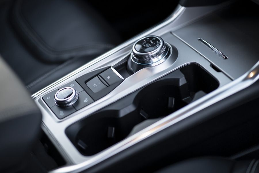 Center console with rotary gear shift dial