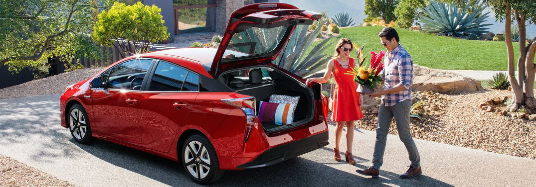 2018 Toyota Prius Passenger and Cargo Space with image of a couple loading cargo into a 2018 Prius