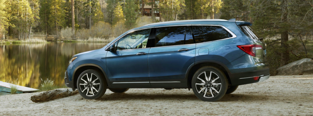 Side profile of blue 2019 Honda Pilot