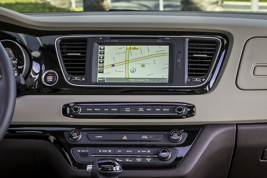 2018 Kia Sedona Infotainment System And Dashboard Shown With Navigation  Enabled