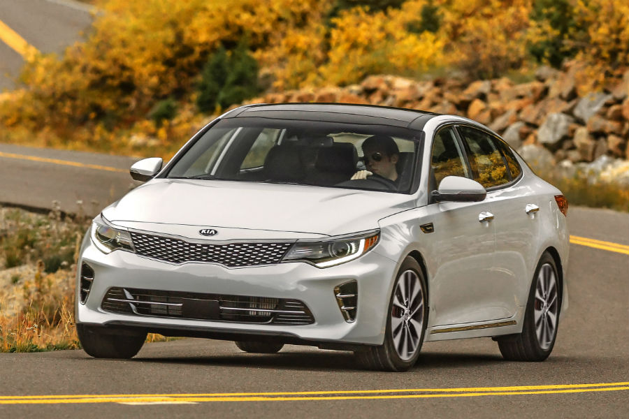 2018 kia optima in white taking a corner