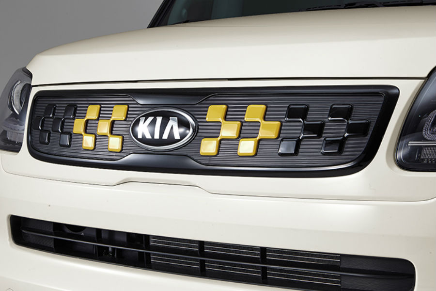 green and black grille of 2018 kia ray