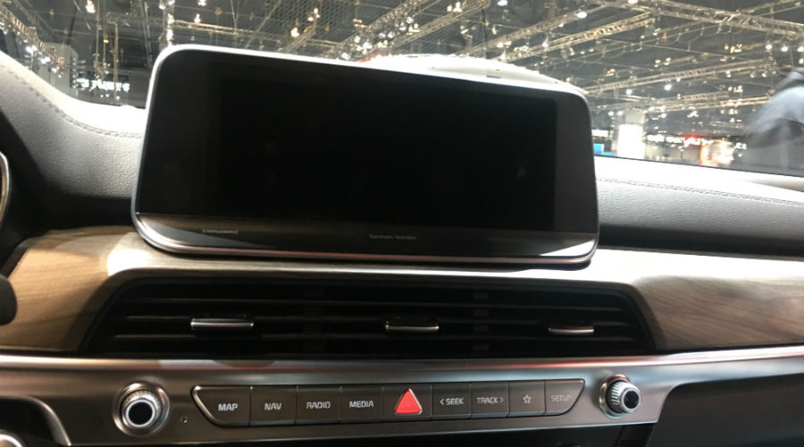 close up shot of infotainment unit in 2020 kia telluride at chicago auto show 2019