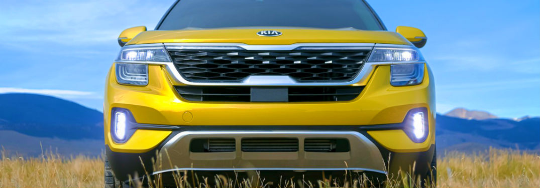 head-on look of 2021 kia seltos in starbright yellow