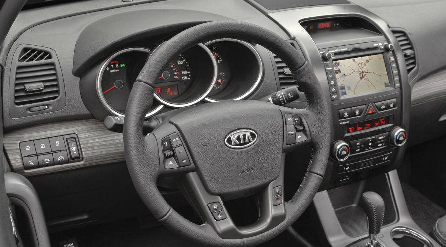 2011 kia sorento interior from birds eye