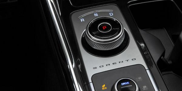 Closeup of gear shift dial in 2021 Kia Sorento