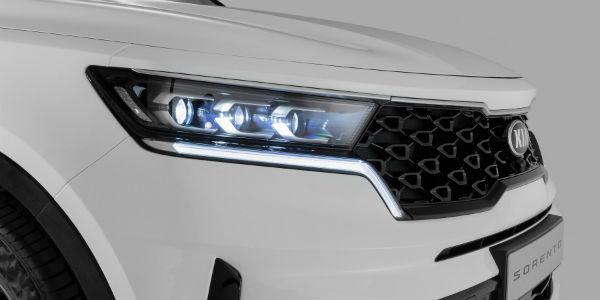 Closeup of headlight on 2021 Kia Sorento