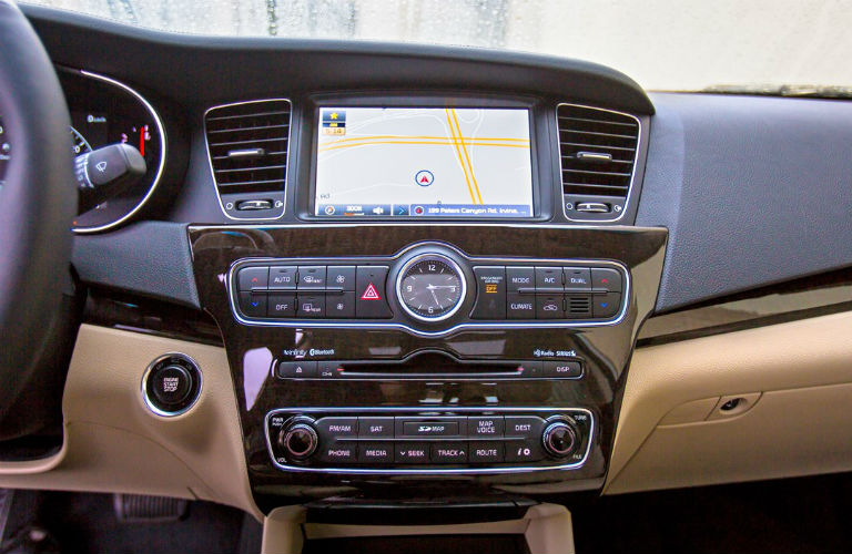 Interior view of 2014 Kia Cadenza