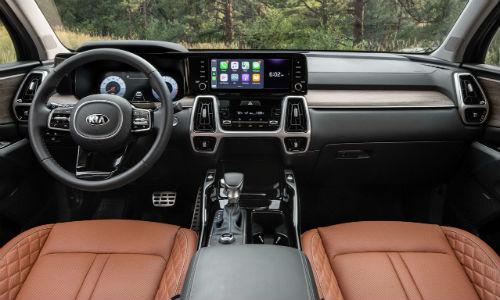 Steering wheel and dashboard in 2021 Kia Sorento