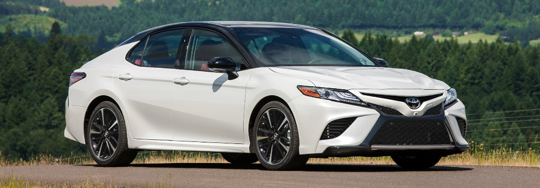 What is the fuel economy of the 2018 Toyota Camry Hybrid?