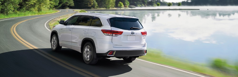 2019 Toyota Highlander driving around a body of water