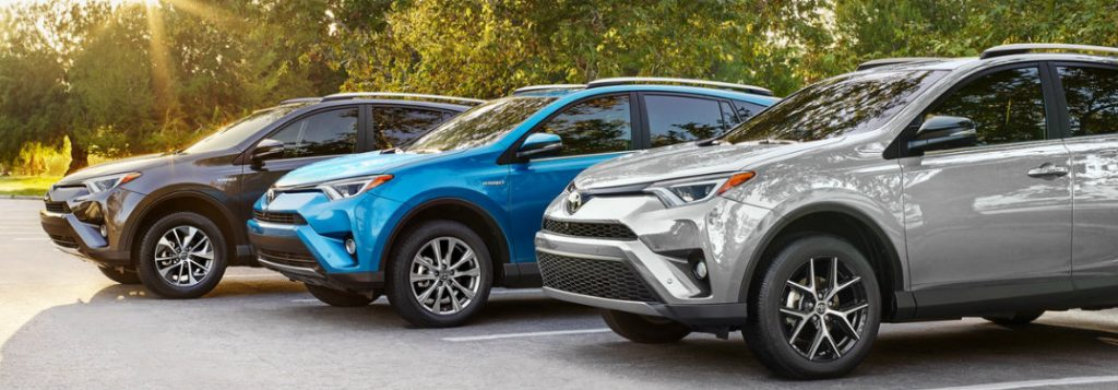 What is the fuel economy of the 2018 Toyota RAV4?