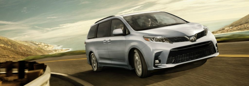 Avalon Vs Camry >> 2018 Toyota Sienna Engine Specs and Cargo Space Comparison