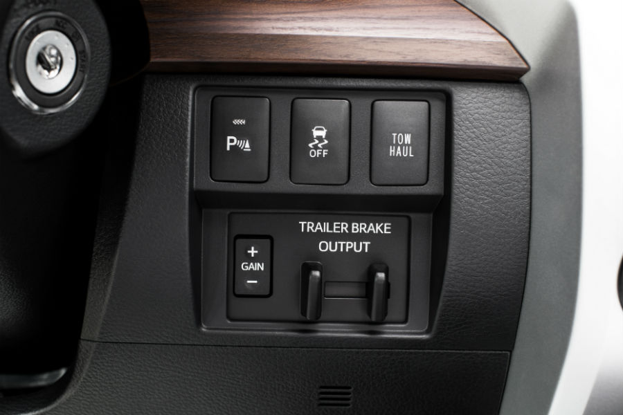 A photo of the towing controls in the 2019 Toyota Tundra.