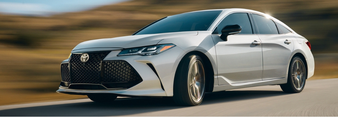 What are the Hybrid options of the 2019 Toyota Avalon?