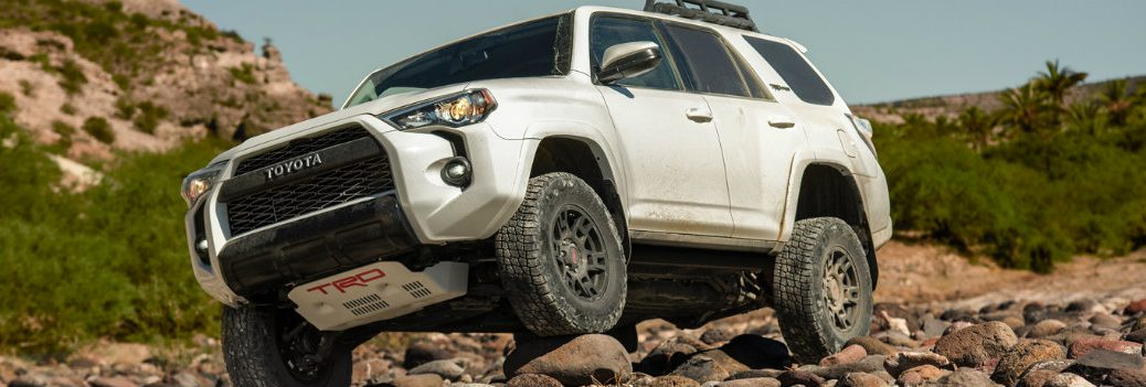 2019 4runner driving on rocks