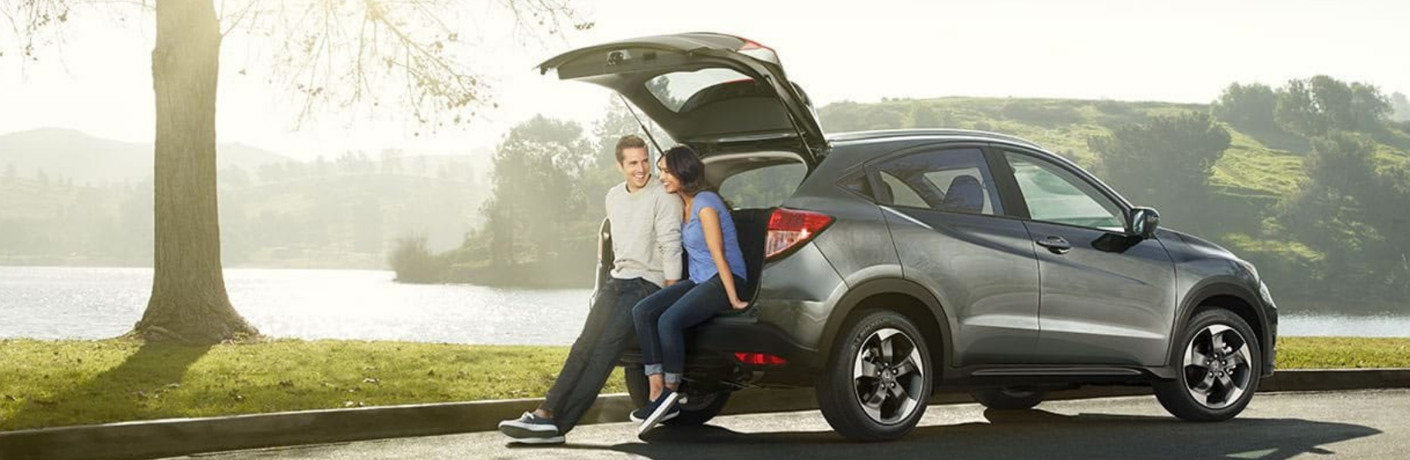 A couple sitting in the back of the 2018 Honda HR-V