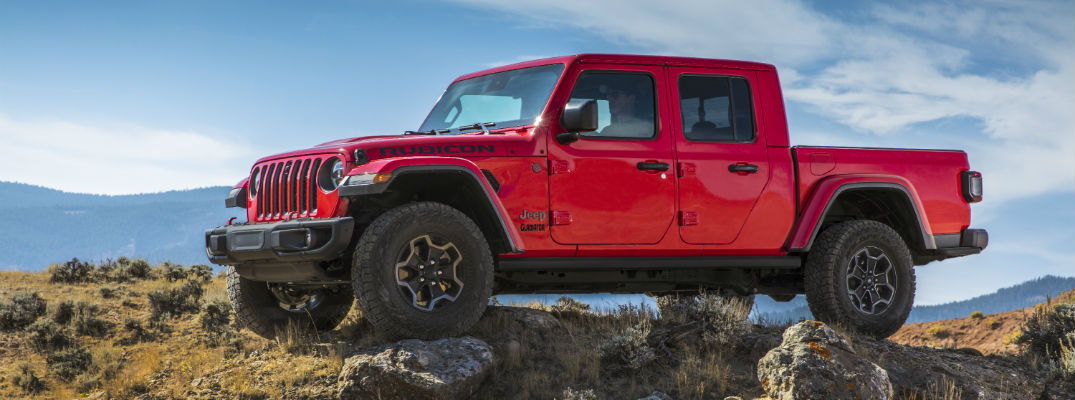 A left profile photo of the 2020 Jeep Gladiator parked on a rock.