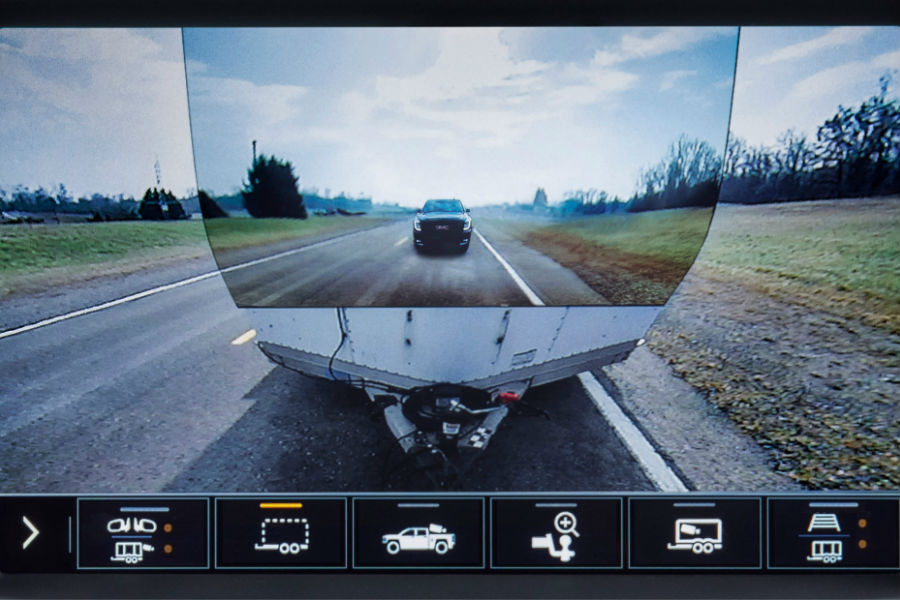 A screenshot of the new towing camera available on the 2020 GMC Sierra 1500.