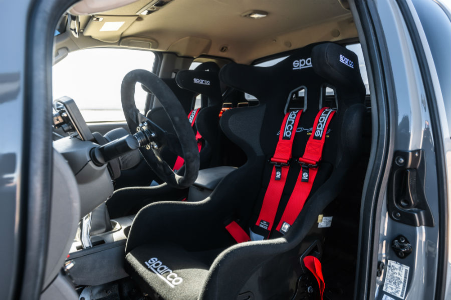 A photo of the racing seats in the Nissan Frontier Desert Runner.