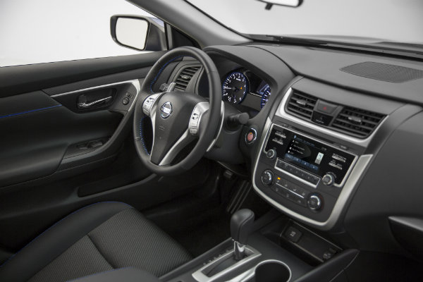 2016 Nissan Altima Interior Features And Styling Photo