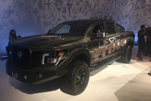Lifted-Nissan-Titan-CAS-2018_df - Glendale Nissan
