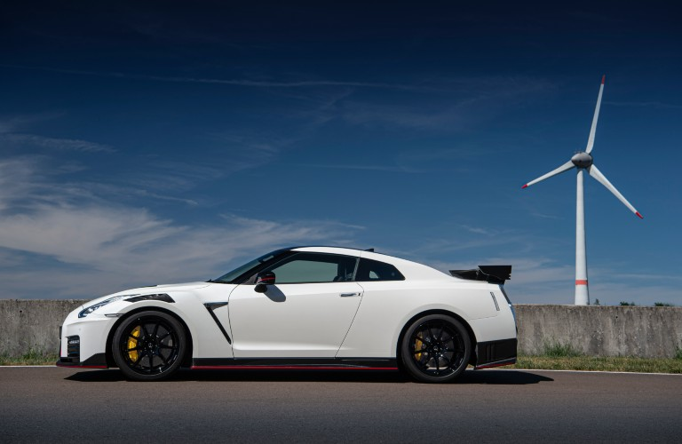 side view of the 2021 Nissan GT-R