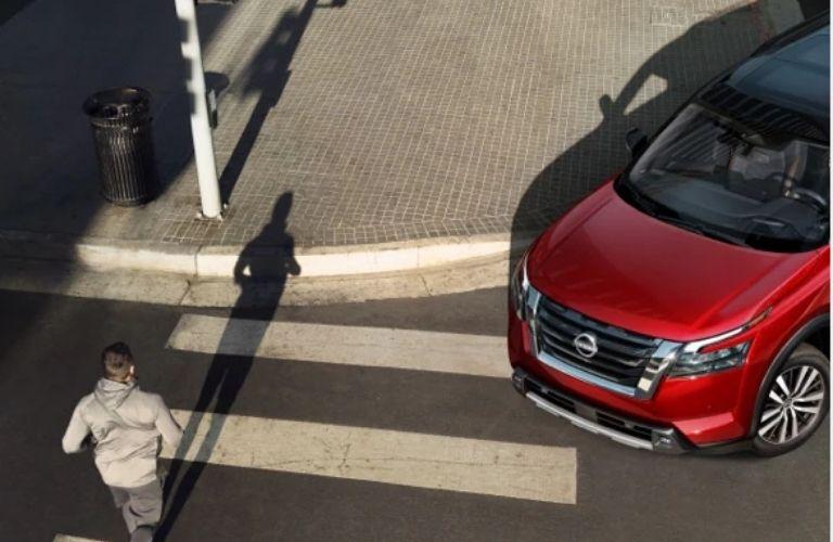 2022 Nissan Pathfinder turning
