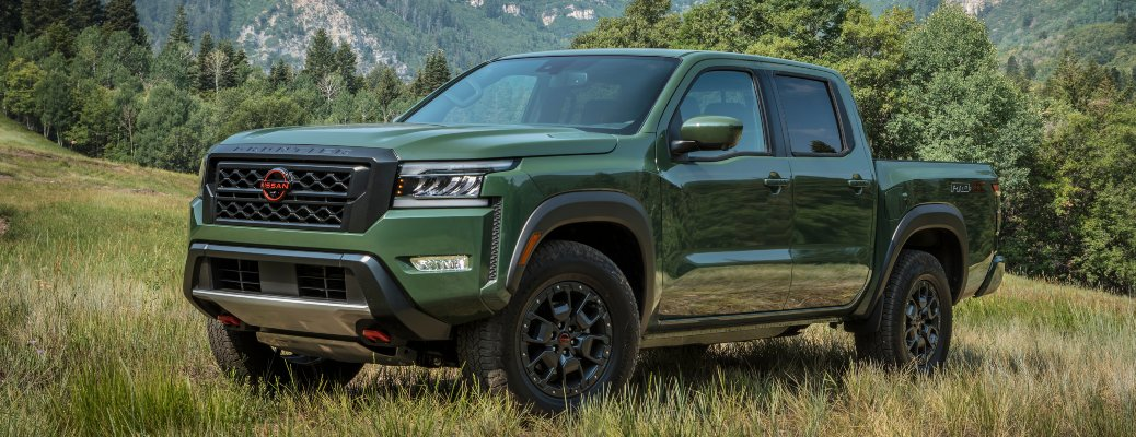 2022 Nissan Frontier green side view