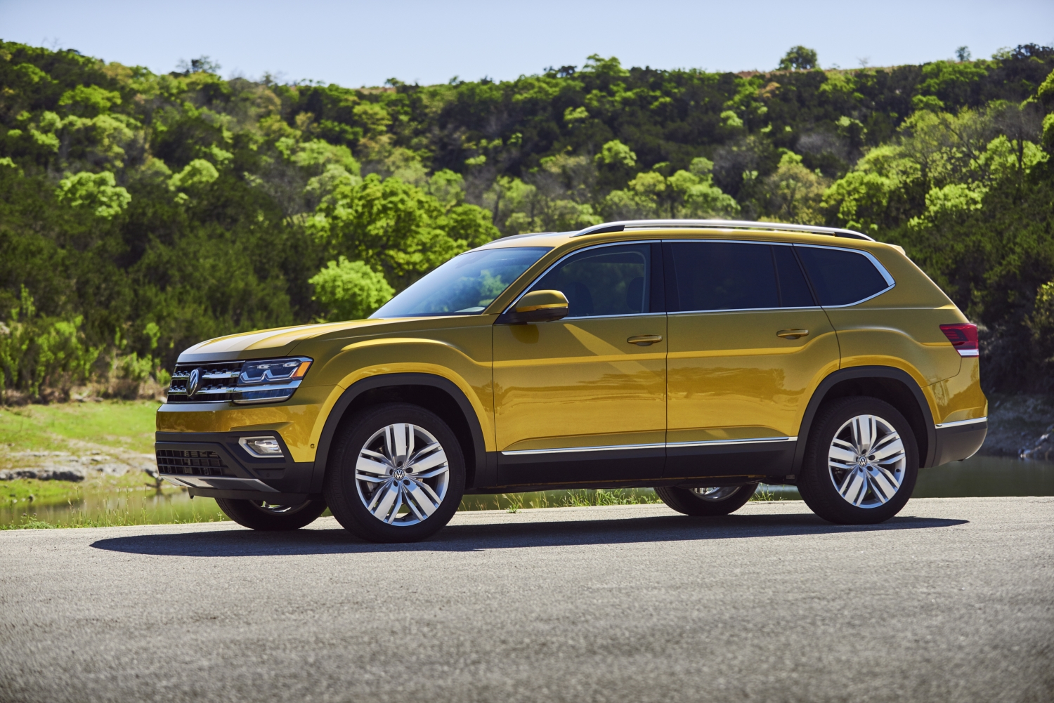 Atlas Named 2018 Best Three-Row SUV For Families by Parents Magazine and Edmunds