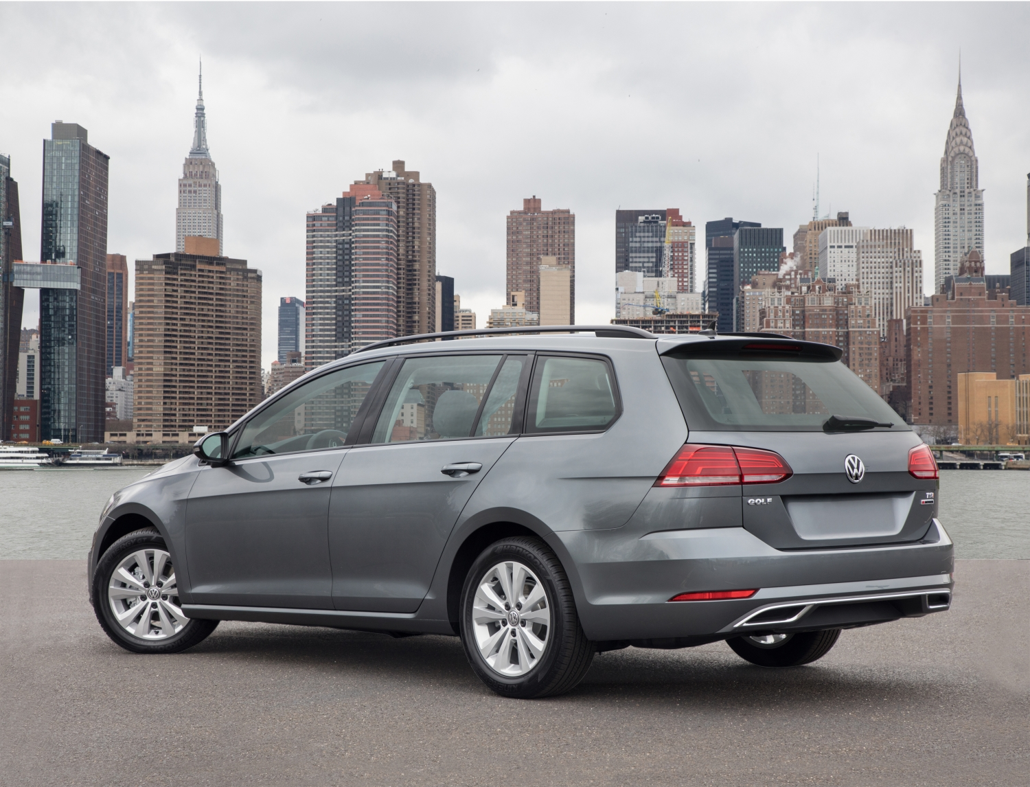 2019 AutoWeb Buyer's Choice Award Winner Golf SportWagen