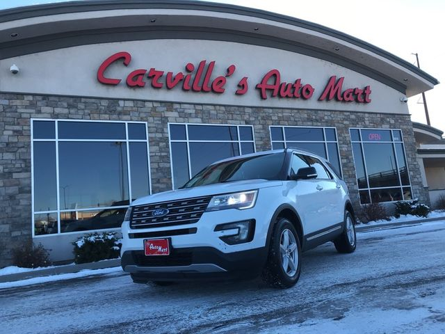 2016 ford explorer parked outside of dealership