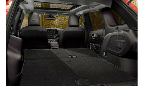 2019 Jeep Cherokee cargo space shot