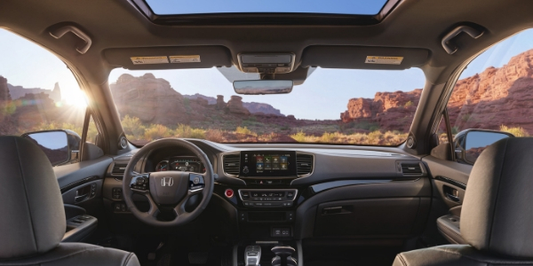 2019 Honda Passport Front Seat Interior, Steering Wheel, Touchscreen Display and Sunroof