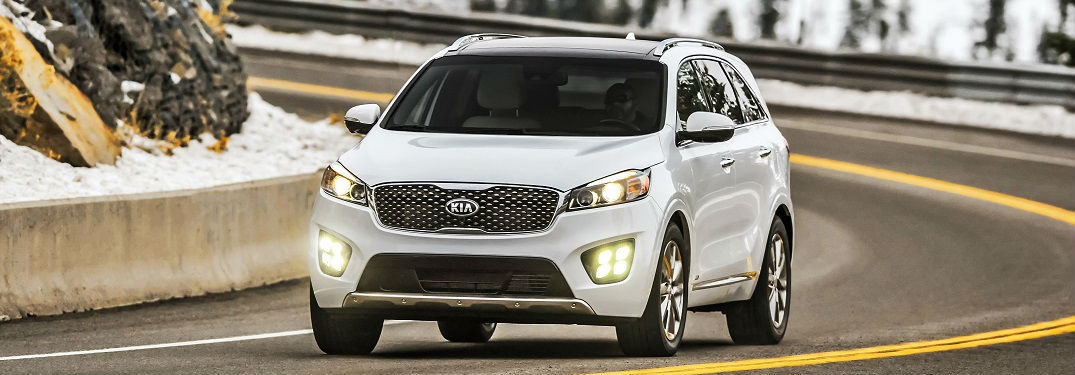 Superb ... 2018 Kia Sorento In White Driving On Clear Road In Snowy Forest Near  Muncie Indiana