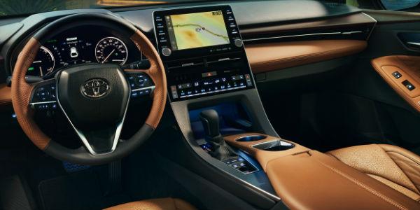 2019 Toyota Avalon Hybrid Steering Wheel, Dashboard and Toyota Entune 3.0 Touchscreen