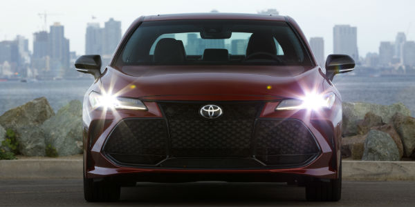 2019 Toyota Avalon Touring Grille and Headlights with City Skyline in the Background