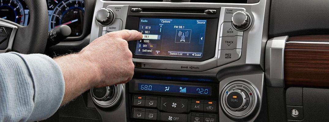 Apple CarPlay®, Android Auto™, SiriusXM® and Streaming Audio Replace CD Players