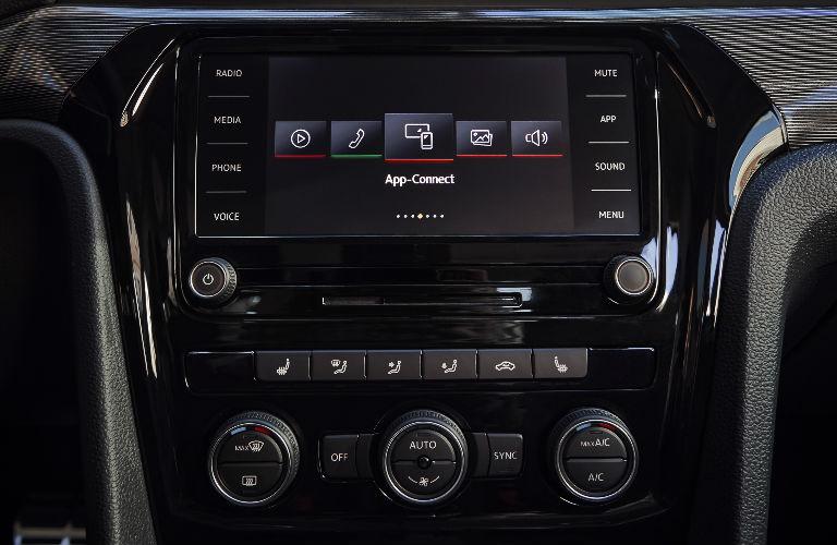 2020 Volkswagen Passat center display