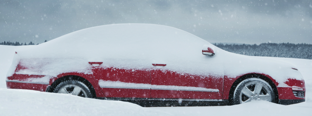 Is pouring hot water on your windshield bad?
