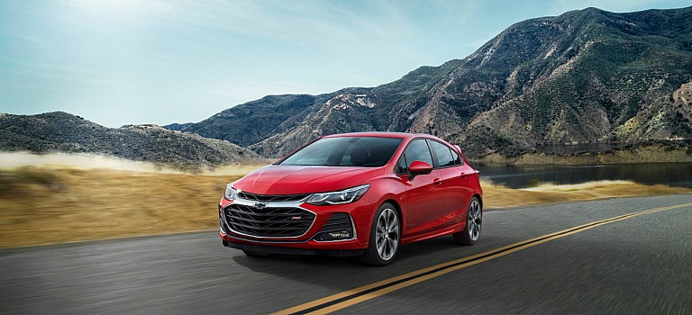 2019 Chevy Cruze hatchback red front view