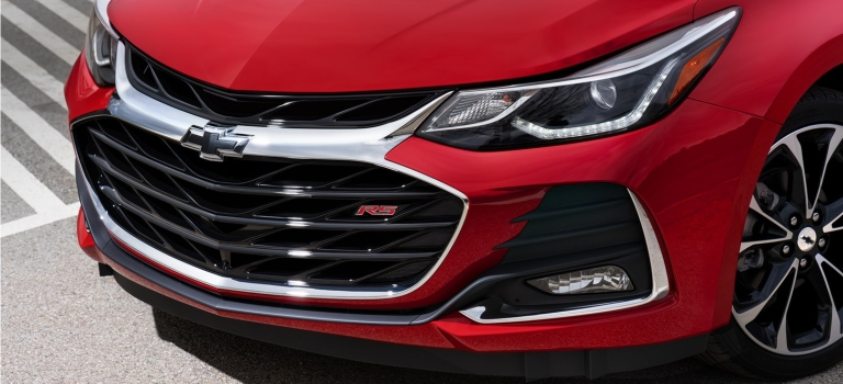2019 Chevy Cruze RS red grille close up