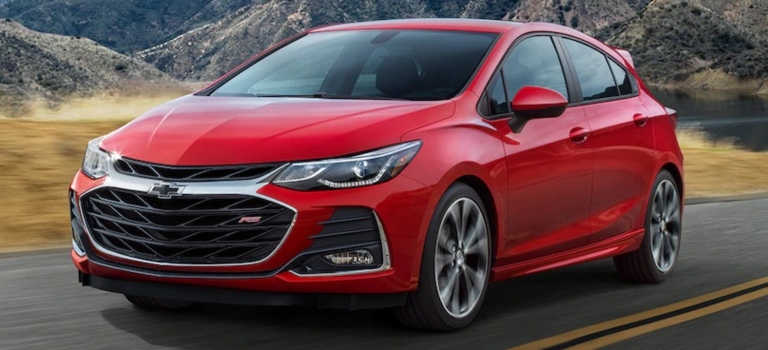 2019 Chevy Cruze red front view
