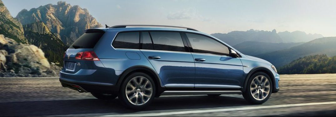 profile view of the 2018 VW Golf Alltrack in blue