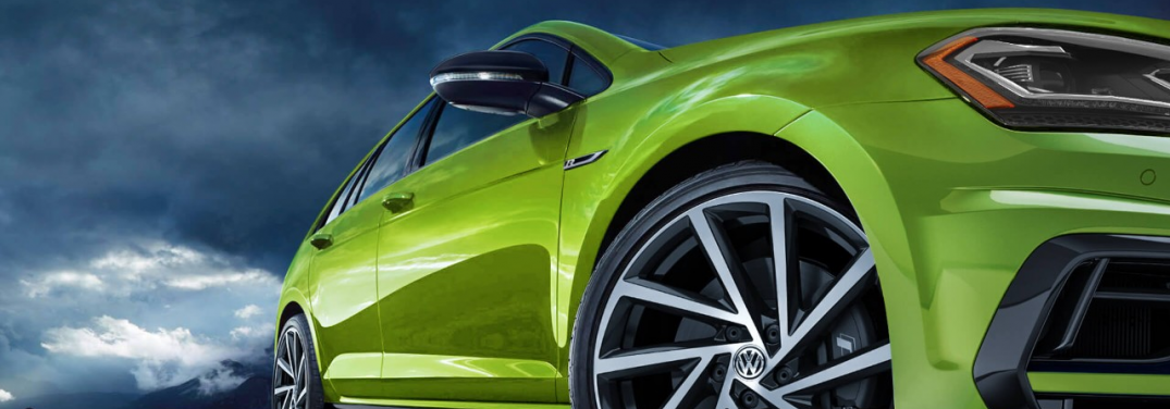 How many colors does the Volkswagen Golf R come in?