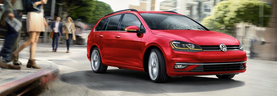 2019 Volkswagen Golf SportWagen red front side view