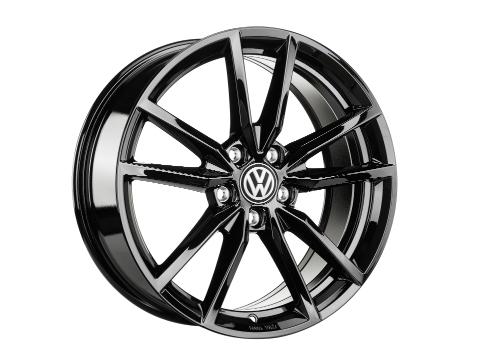 """18"""" black pretoria wheel for the 2019 Volkswagen Golf GTI."""